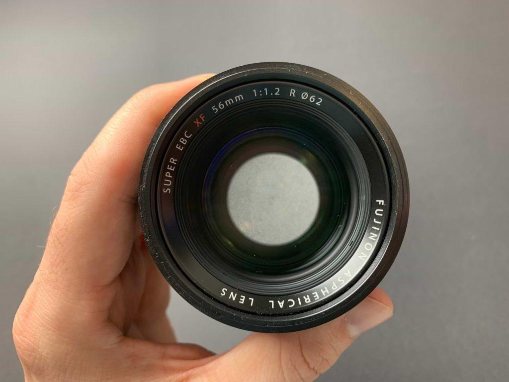 Objektiv mit einer Brennweite von 56mm und einer Blendenzahl von f/1.2